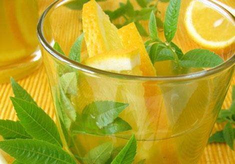 Low Calorie Drinks That'll Help You Keep Cool In The Heat